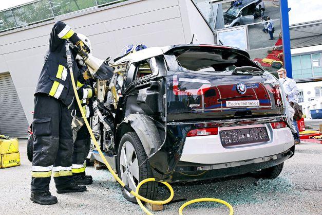 Studien-Unfall-mit-Carbon-Autos-1200x800-873b7d8f1263c27c