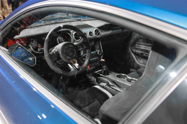 ford-shelby-gt350r-mustang-interior-view