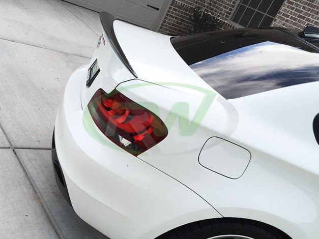 RW-Carbon-Fiber-Trunk-Spoiler-BMW-E82-135i-white-1
