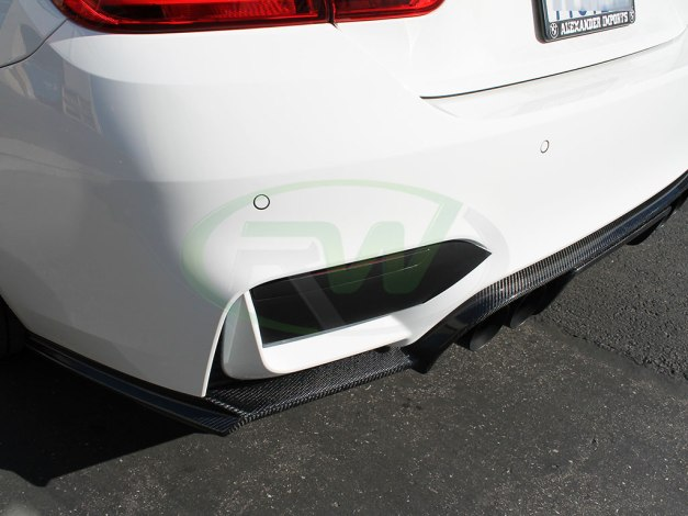 rw-carbon-fiber-exotics-tuning-style-diffuser-bmw-f82-m4-white-4